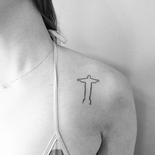 Trabalho. Cristo Redentor. Com o traço fino e delicado. #tattoocaldara #tattoo…
