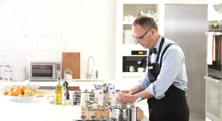 Two of our favorite last-minute Thanksgiving tricks come from Christopher Kimball. Watch our videos to learn his genius Thanksgiving hacks.