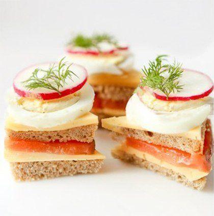 Мини-сэндвичи с семгой и редисом