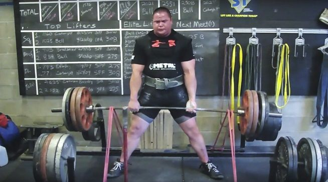 Powerlifting training met power bands (weerstandsbanden)