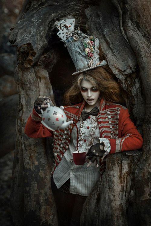 Photographer unknown - Fantasy - Fashion - Photography - Dark - Gothic - Alice In Wonderland - Mad Hatter