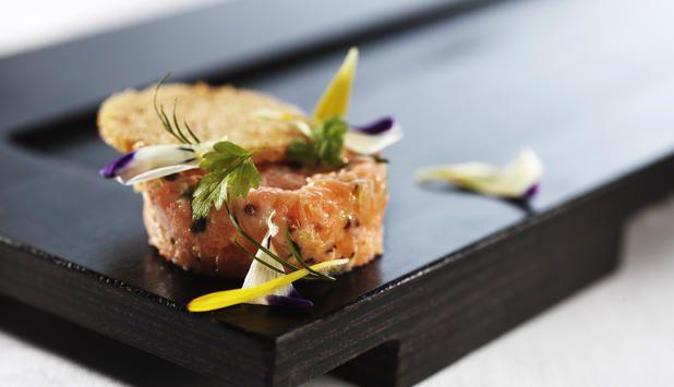 Prøv ørret som forrett neste gang du skal invitere gjester på middag. Denne oppskriften har få ingredienser og er enkel å lage.