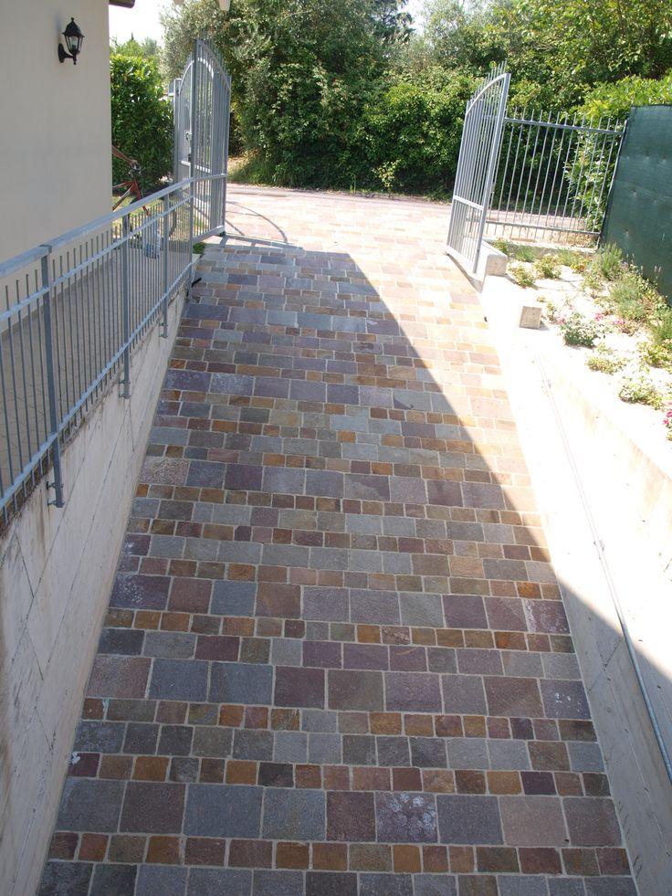 #quarzo #floor #pool #natural #garden #stone #pebbles #flooring #italian #madeinitaly #palosco #bergamo #artigianato #handicraft #landscape #exteriordesign #urbandesign #architecture #fountain #collection #material #designstyle #covering #detail #designdays #floor #rampe #garage