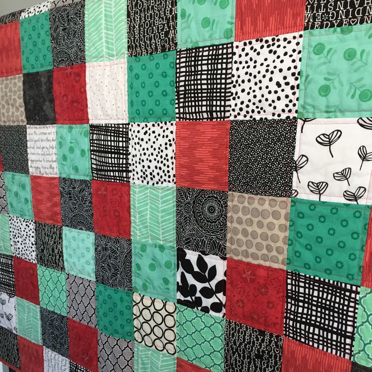 I think this colour combo is so fresh & fun! Mint green, coral, black & white... this little quilt needs to be used & loved! FREE SHIPPING to Canada/US til Jan 31. If you live in the US, the low 🇨🇦 $ means all my quilts are a bargain in US dollars.