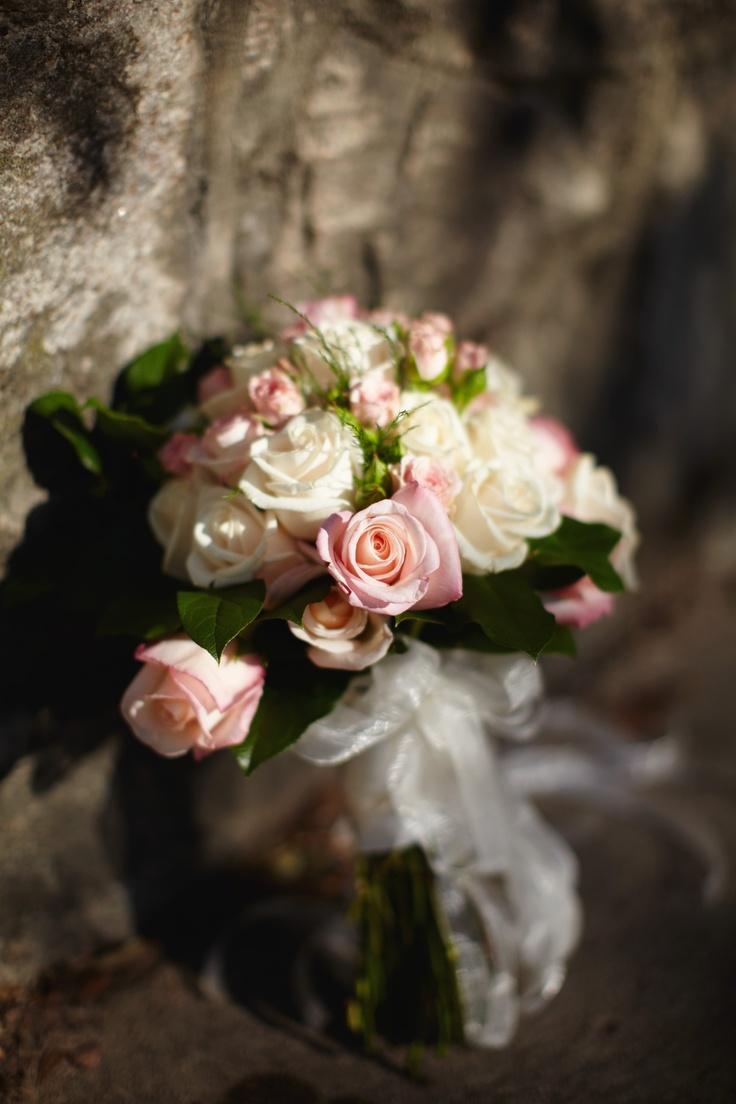 Floral Arrangement at Duke Wall across from The Inn.  Sarah Der Photography.