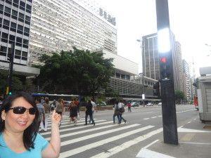 O Conjunto Nacional foi considerado o primeiro shopping center da América Latina. Projetado por David Libesking, combina lojas, escritórios e residências.