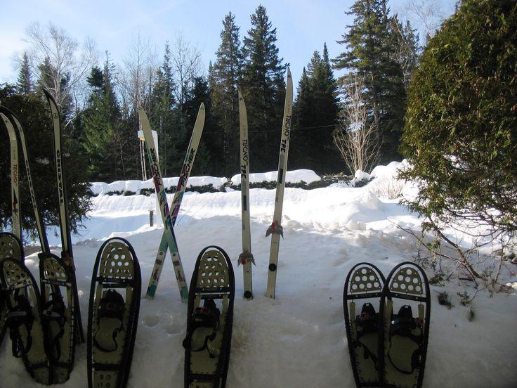 Prêt d'équipements sportifs, raquettes et ski de fond. #etoilestdonat #pleinair #skidefond #raquettes #sportsdhiver #lanaudière #st-donat #saint-donat #activitésfamilailes