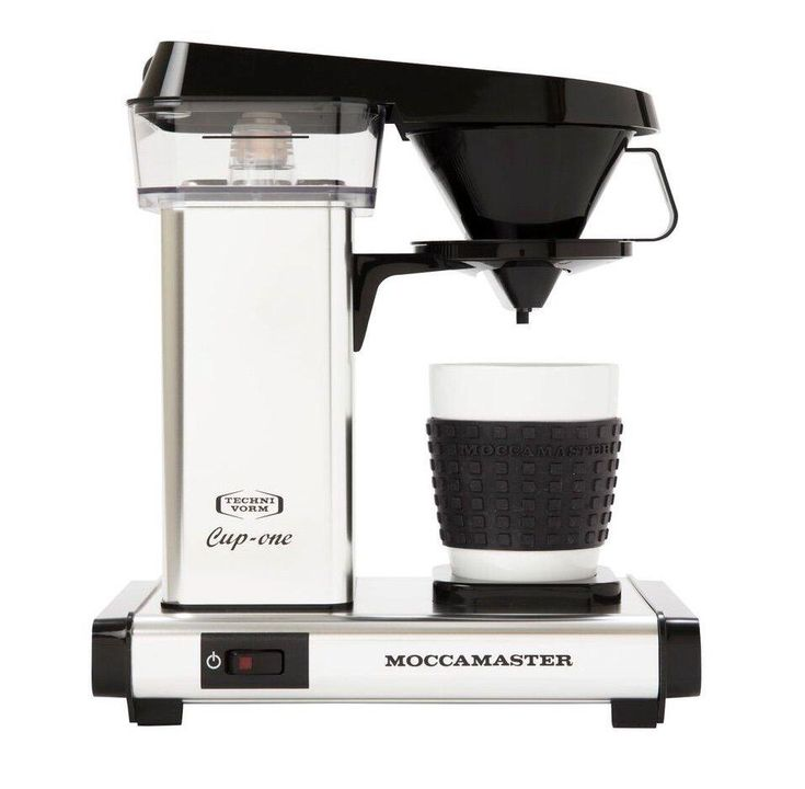 The Moccamaster One Cup is able to consistently achieve a balanced brew by using a copper heating element that maintains a temperature of 90 - 95 degrees Celsius, which is ideal for coffee brewing, and by the cone-shaped brewing basket, which encourages even extraction of the coffee grounds.