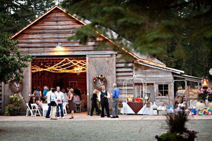 With vintage, rustic weddings becoming all the rave on Pinterest, I thought  I would offer up a few venue options for the Rustic Seattle Bride:  Robinswood House  Robinswood House was built in 1895 and has been beautifully renovated.  There are two spacious patios with a sunken garden offering
