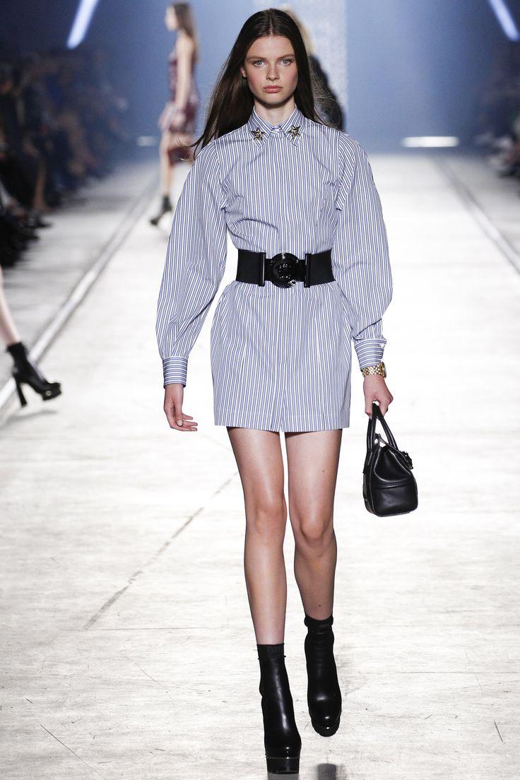 Versace Spring 2016 Ready-to-Wear Fashion Show - Milan van Eeten