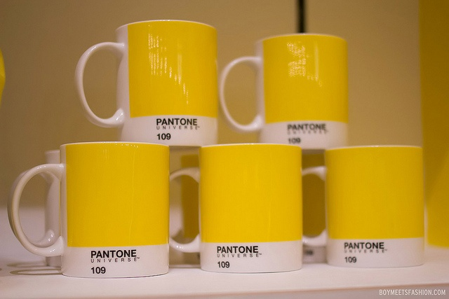 Mugs in Selfridges' Yellow Pantone 109.