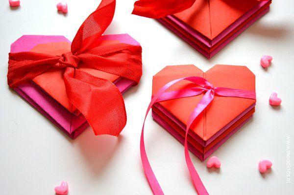 #origami hartje vouwen/ hearts #paper origami  www.moodkids.nl/valentijn