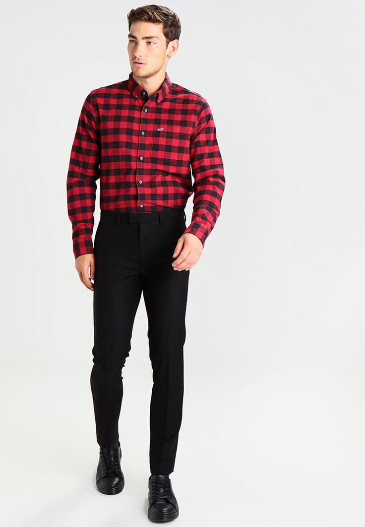¡Consigue este tipo de camisa básica de Hollister Co. ahora! Haz clic para ver los detalles. Envíos gratis a toda España. Hollister Co. CHAIN OXFORD Camisa informal red: Hollister Co. CHAIN OXFORD Camisa informal red Ropa   | Material exterior: 97% algodón, 3% elastano | Ropa ¡Haz tu pedido   y disfruta de gastos de enví-o gratuitos! (camisa básica, basic, basico, basica, básico, basicos, casual, clasica, clasicas, clásicas, clásica, clásco, básicos, estandar, estándar, básica,...