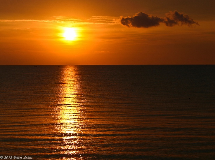Golden light at sea by Viktor Lakics, via 500px