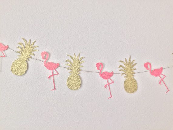Este listado está para (1) piña y Flamingo brillo Banner. Consiste en la guirnalda de piñas (6) y flamencos (6) hechos de cartulina brillo oro y