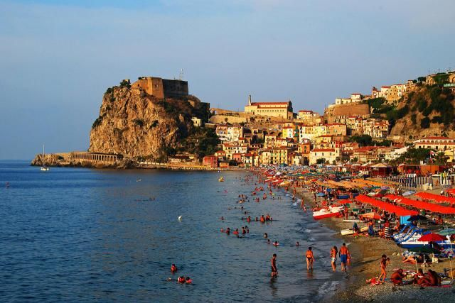Find top beaches and seaside towns in Calabria, some of Italy's best beaches. Find out where to go on the coast of Calabria, Italy, the toe of the boot.