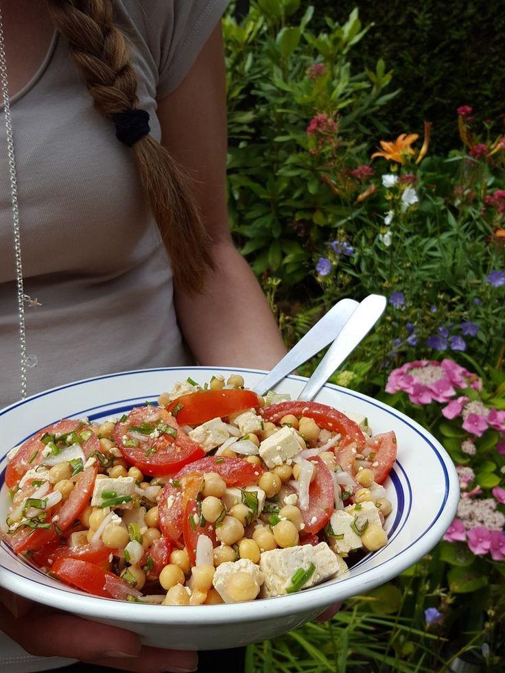 Je suis toujours étonnée quand je m'aperçois qu'une recette que je fais très régulièrement n'est pas sur le blog. C'est le cas de celle-ci. En été, je fais souvent cette salade dont je rafole : pour les pique-niques, repas à la va-vite, lunch box... Peut-être...