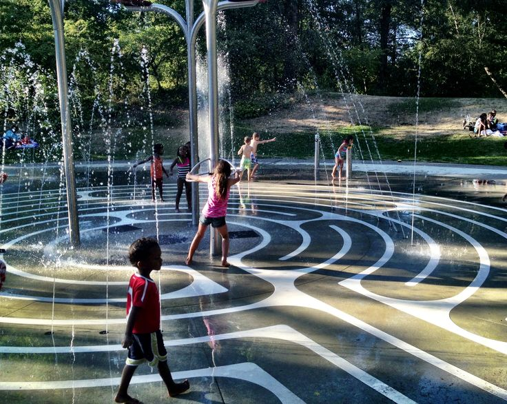 Super Spray Parks in the Seattle Area - ParentMap  Seattle Parks Department also has a more thorough list:http://www.seattle.gov/parks/wadingpools.asp
