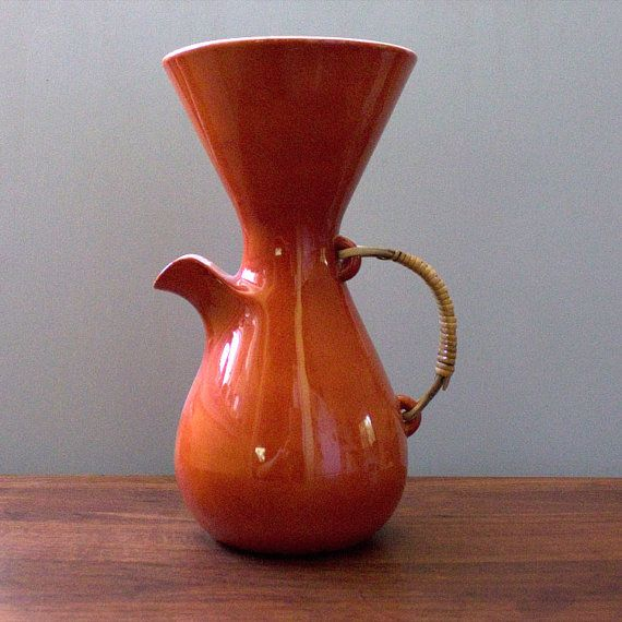 This is a truly delightful mid-century modern rare porcelain coffee carafe or pitcher, designed by Kenji Fujita for Freeman Lederman cin the 1950s.   Orange with white interior. Marked with Freeman Lederman stamp on bottom,  Perfect vintage condition. No chips, cracks or crazing. Please do not use directly on the sotve!  Diameter: 5.5 inches (ca. 14 cm) Diameter: 10.75 inches (ca. 27 cm)  Thanks for visiting Kultur Vintage! https://www.etsy.com/shop/Kultur