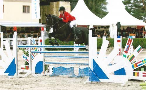 Nabuco d'O Vézauzière est un poney généreux, franc, guerrier et toujours à l'écoute de son cavalier. http://www.equirodi.com/annonces/poney-a-vendre/a-vendre-poney-de-grand-prix-165000.htm