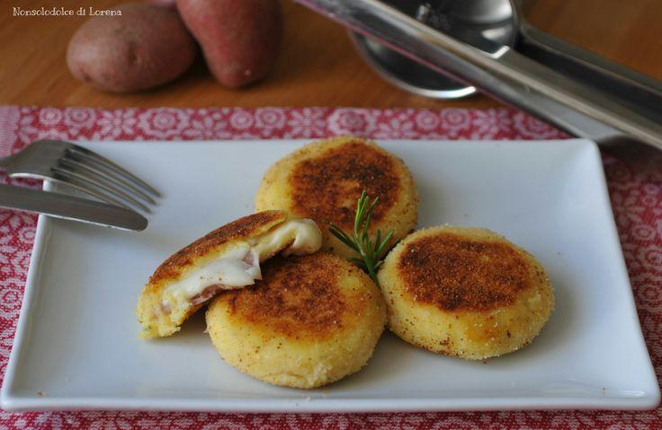 Focaccine di patate farcite (cotte in padella)
