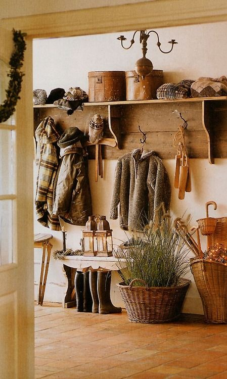 Great mudroom!