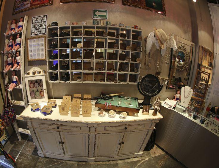 Nuestra primera tienda en México, D.F. Llena de tesoros.  Virgilio 9 esquina Oscar Wilde Polanco