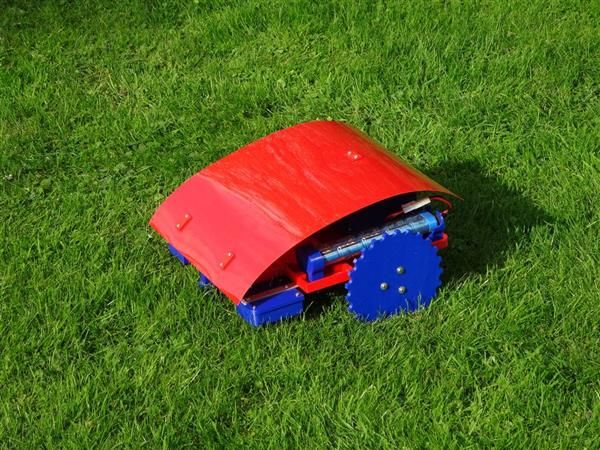 German engineering and RepRap veteran Andreas Haeuser has just shared his latest DIY 3D printing project: a robotic, Arduino-powered automatic lawn mower robot: a low cost solution that will take care of the most annoying chore in the world.