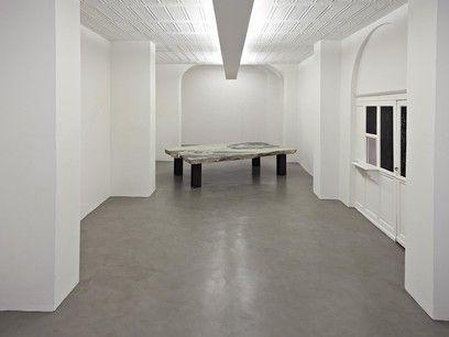 Fabio Viale - GAP, 2015 | Marmo bianco e pigmenti, cm 200x329x75, courtesy Galleria Poggiali e Forconi - Contemporary sacred art | CoSA