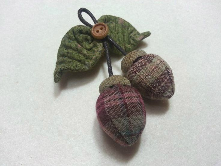 Brooch Little Acorn