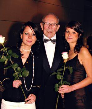Charity Dance Night - http://www.tanzschule-strobel.de/v2/charity-dance-night/ -Charity Dance Night im Foyer des Stadttheaters Landsberg. Ein musikalisches Fest mit weltmeisterlichen Einlagen. Der besondere Tanz Abend in Landsberg wartet darüber hinaus auch mit einer Tombola auf, die exquisite Preise beinhaltet. Lasst uns am30. April 2017 die Tanzbeine schwingen und auf z...