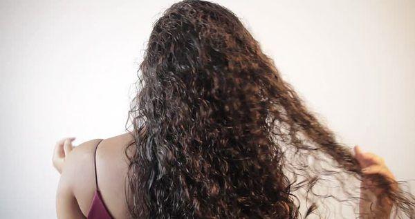 اعملي بنفسك سبراي مرطب للشعر الكيرلي Brown Curly Hair Curly Hair Styles Kids Diet