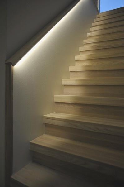 LEDstrip Flexibel FX kan användas på en mängd olika platser i huset. Under trappräcken, skåp, bänkar mm.