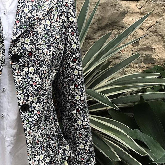 Floral fun @jiva_clothing #jacket #floral #flowers #cotton #locallymade #naturalfabrics #bestoftheday