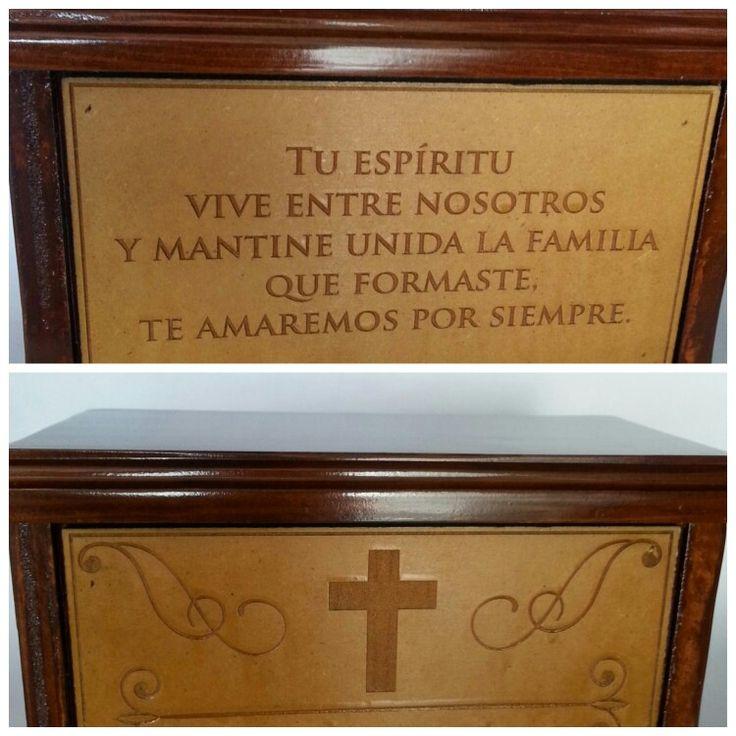 Urna funeraria en madera con grabado en MDF...Adiseña by Adriana Cano Ramos