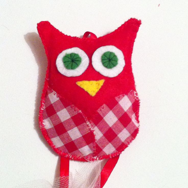 Owl made of fetrina. We made it for a Christmas baptism, used as favor. Perfect for kids room decoration