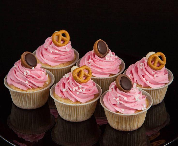 Tytýž sladkostí o kteřých jsem mluvíla včera.  А вот и те самые капкейки что показывала вчера но уже в завершенном виде. #cupcakes #happybirthday #narozeniny #cupcakespodebrady #cupcakeprodĕti #pečení #cukroví #sweetcakes #czech #czechrepublic #Podebrady #Praha #Nymburk #Kolin #Pardubice #VelkýOsek #Pečky #Cidlina