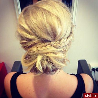 Trendy 2015: modne fryzury na wesele, studniówkę