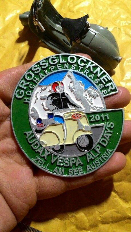 Badge placca audax vespa alpdays austria 2011 Size. 7 to 7.5cm