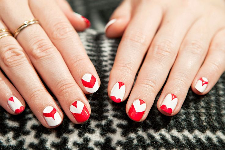 Celine nails!: Red And White, Heart Nails, Nails Art, Nails Design, Beautiful Nails, Spring Nails, Queen Of Heart, White Nails, Valentines Day Nails