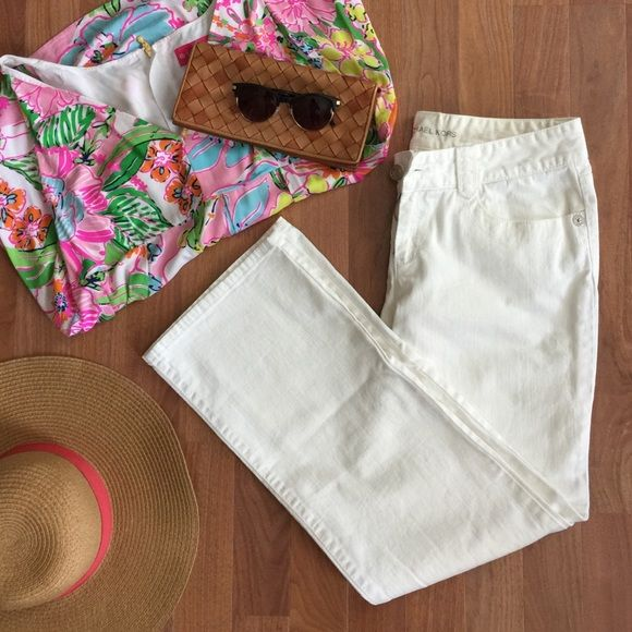 Michael Kors White Bootcut Jeans These bright white Michael Kors jeans are great for summer! The silver back patch is gorgeous with the silver buttons. These jeans are in excellent condition- only worn once!Make an offer! Bundle and save 20%!!! Michael Kors Jeans Boot Cut