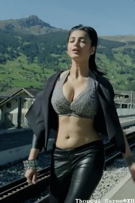 Shruti Haasan sexy black oufit