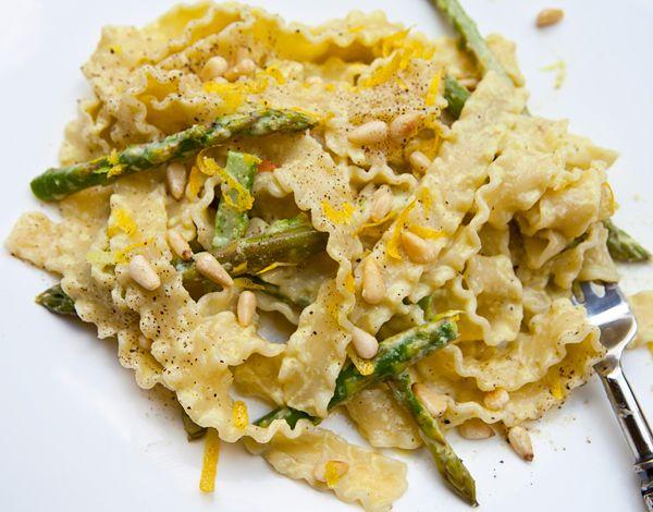 Asparagus Cream Pasta- love asparagus, must try