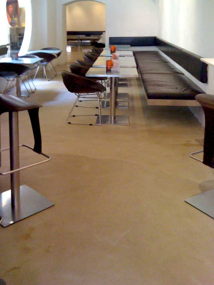 pavimento locale in cemento lucidato
