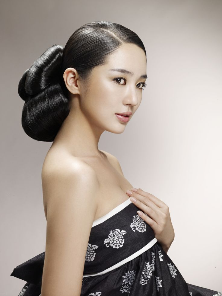Traditional korean hairdo
