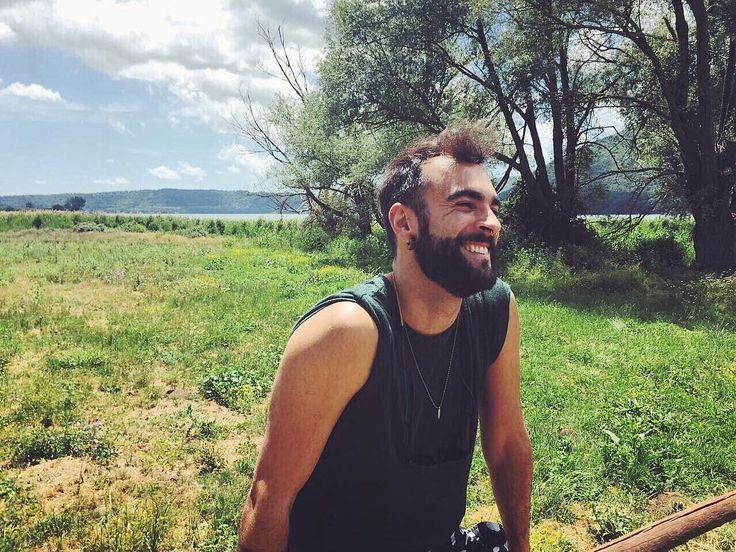 """""""Mi piace"""": 18.1 mila, commenti: 359 - Marco Mengoni (@mengonimarcoofficial) su Instagram: """"Con l'aria in faccia, inseguo la mia onda positiva! ...e quali sono le vostre onde?!?"""""""