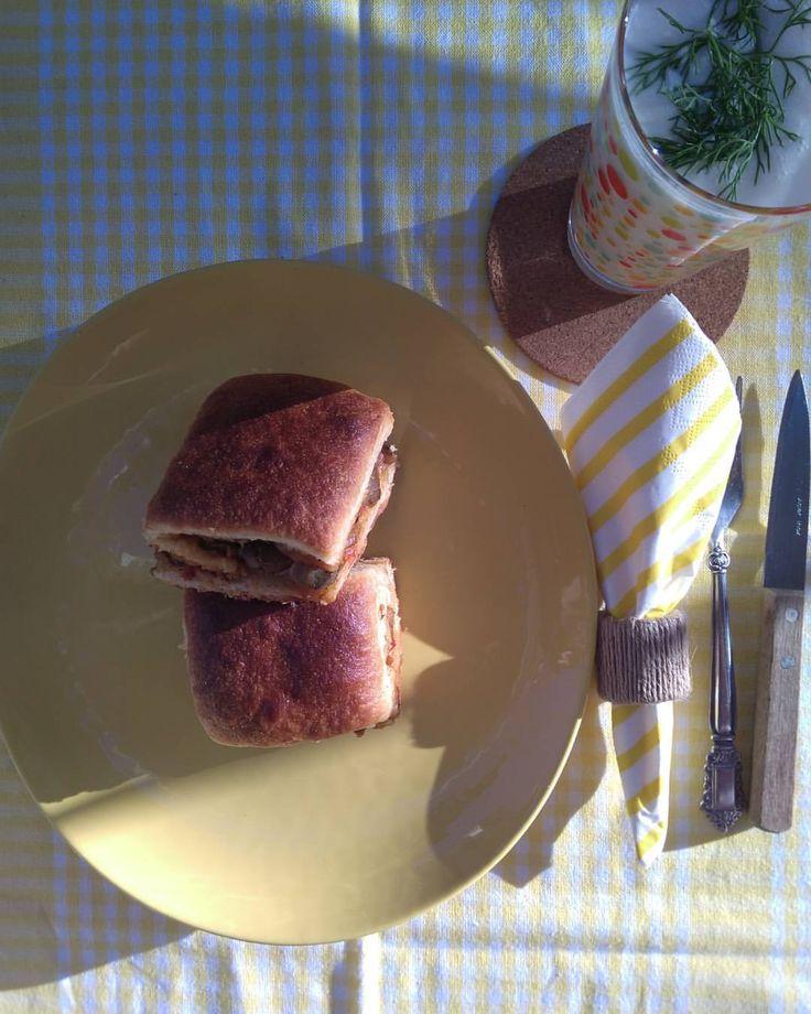 Patlıcanlı Ekmek / Bread with Eggplant Filling / ナスノパン Hamur İçin 1,5 su bardağı ılık su 1 yemek kaşığı şeker 10 gr kuru maya 1 çay bardağı zeytinyağı 1 yumurta 1 çay kaşığı tuz 5-5,5 bardak un İçi İçin 3 patlıcan 1 kuru soğan 3 yeşil biber 2 diş...