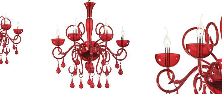Lilly Ideal lux Lampadario in vetro soffiato e lavorato a mano con dettagli in metallo cromato. Disponibile in bianco o in rosso.