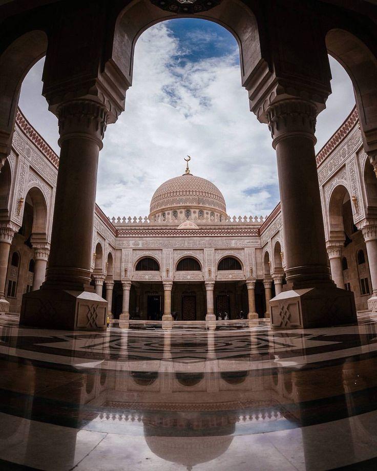 Sanعa  #yemen#sanaa#asia#grandmosque#sud#wanderlust#exploremore#pattern#arabic#traditional#culture#design#architecture#arquitectura#palace#vscam#vsco#trip#travel#sky#windows#mount#archway#sunrise#medina#homestyle#sunset#mosque#mont#lanterns