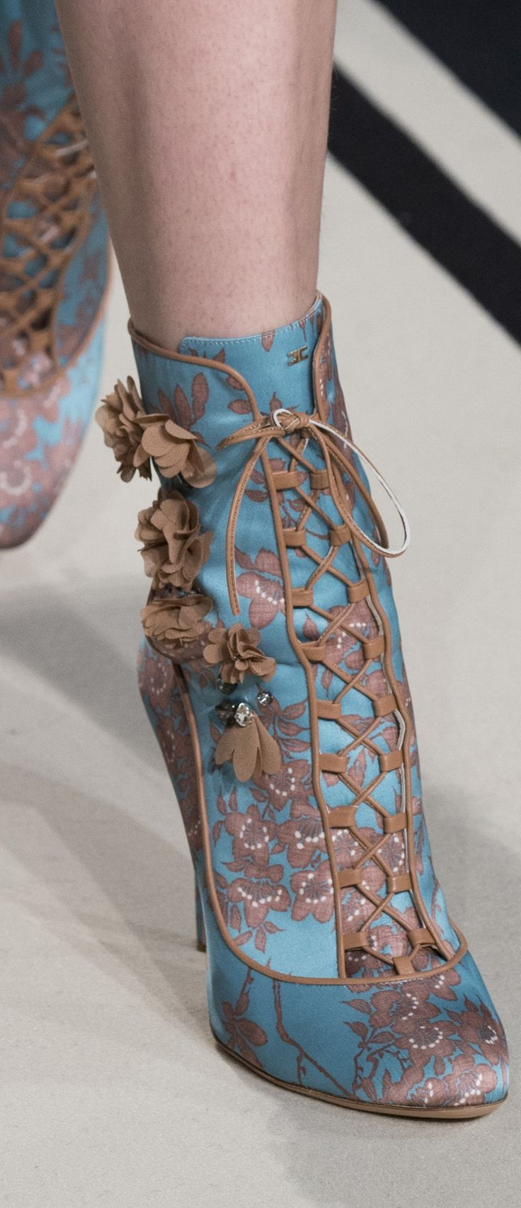 17 best images about shoes haute couture on pinterest for Haute couture shoes